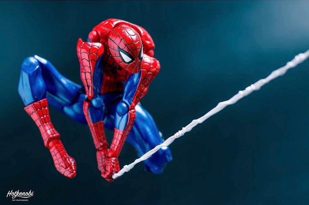 artista giapponese crea foto incredibili-delle action figure dei supereroi